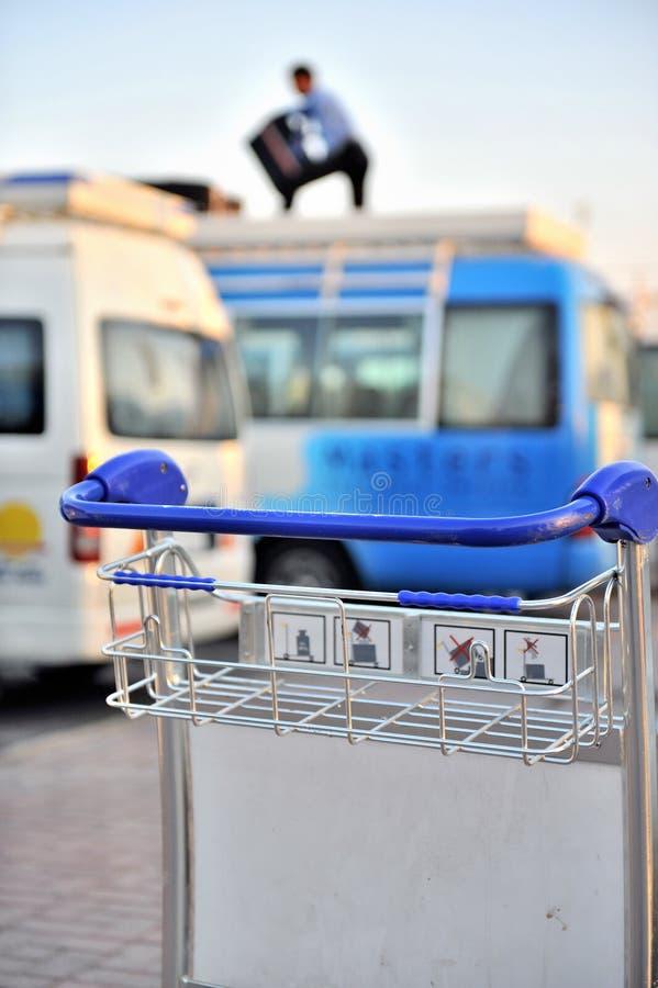 Download κάρρο διαδρόμων αποσκευώ στοκ εικόνες. εικόνα από ταξίδι - 13187682