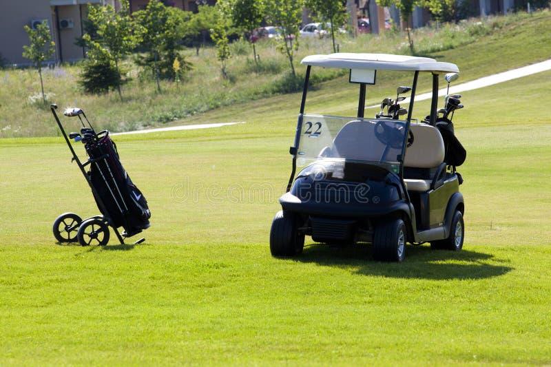 Κάρρο χεριών με τα γκολφ κλαμπ στοκ εικόνες με δικαίωμα ελεύθερης χρήσης