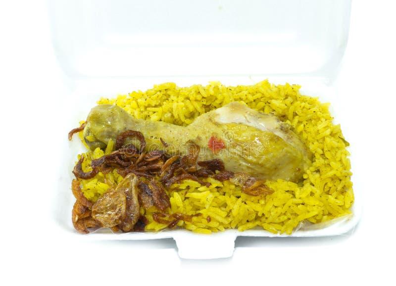 Κάρρυ ρυζιού κοτόπουλου, ινδικά τρόφιμα, στο δίσκο τροφίμων στοκ φωτογραφία