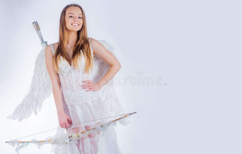 Κάρτα δώρων ημέρας βαλεντίνων - έφηβος Cupid διακοπών με την αγάπη Καλή και χαριτωμένη νεολαία Χαριτωμένος λίγος θηλυκός cupid πυ στοκ φωτογραφίες με δικαίωμα ελεύθερης χρήσης