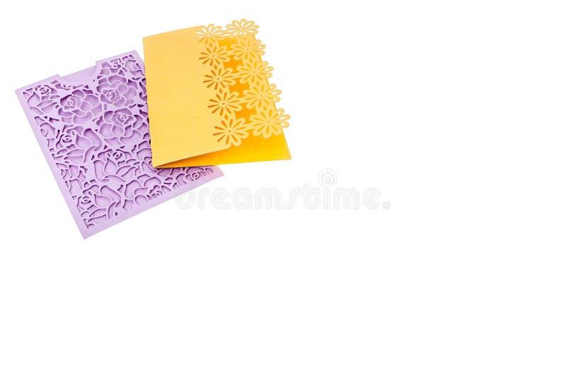 Κάρτα δώρων Handcrafted που αποκόπτει του πολύχρωμου εγγράφου σχεδιαστών στοκ φωτογραφίες