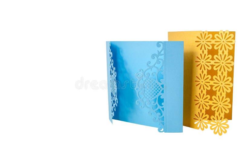 Κάρτα δώρων Handcrafted που αποκόπτει του πολύχρωμου εγγράφου σχεδιαστών στοκ φωτογραφία με δικαίωμα ελεύθερης χρήσης