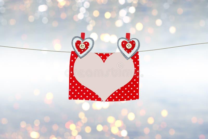 Κάρτα ημέρας βαλεντίνων ` s με τις καρδιές και το διάστημα για να γράψει την επιστολή αγάπης, κείμενο στοκ εικόνες