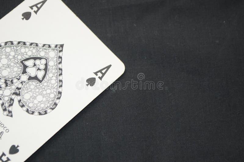 Κάρτα παιχνιδιού άσσων με το μαύρο υπόβαθρο στοκ εικόνες