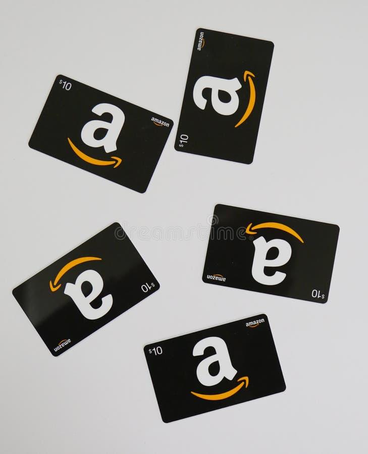 Κάρτες δώρων του Αμαζονίου στην επίδειξη στοκ φωτογραφίες
