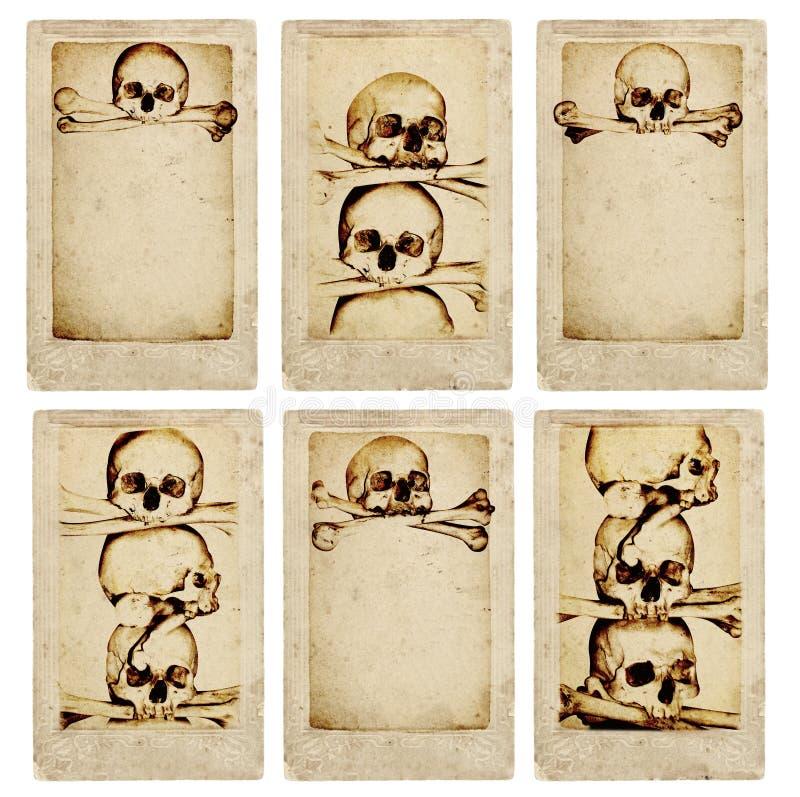 Κάρτες Grunge με τα ανθρώπινα κρανία και τα κόκκαλα διανυσματική απεικόνιση