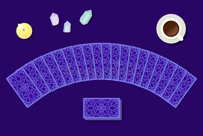 Κάρτες Tarot από την αντίστροφη πλευρά fortuneteller στο γραφείο ελεύθερη απεικόνιση δικαιώματος