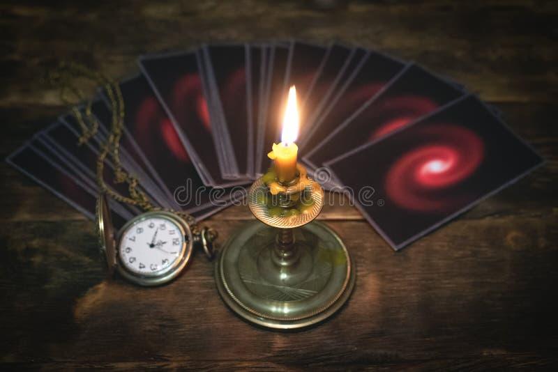 κάρτες tarot Μελλοντική έννοια ανάγνωσης στοκ φωτογραφία με δικαίωμα ελεύθερης χρήσης