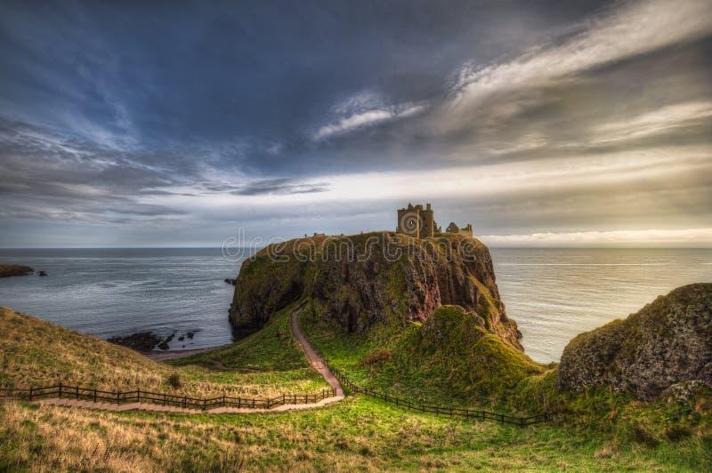 Κάστρο Ντάννοταρ στη Σκωτία Κοντά στο Aberdeen - Ηνωμένο Βασίλειο στοκ εικόνες