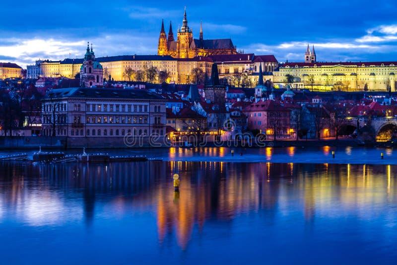 Κάστρο της Πράγας πέρα από Vltava ποταμός-Πράγα, τσεχικό ύφασμα στοκ φωτογραφίες