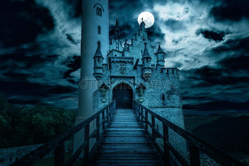 Κάστρο του Λιχτενστάιν τη νύχτα, Γερανία στοκ εικόνα με δικαίωμα ελεύθερης χρήσης