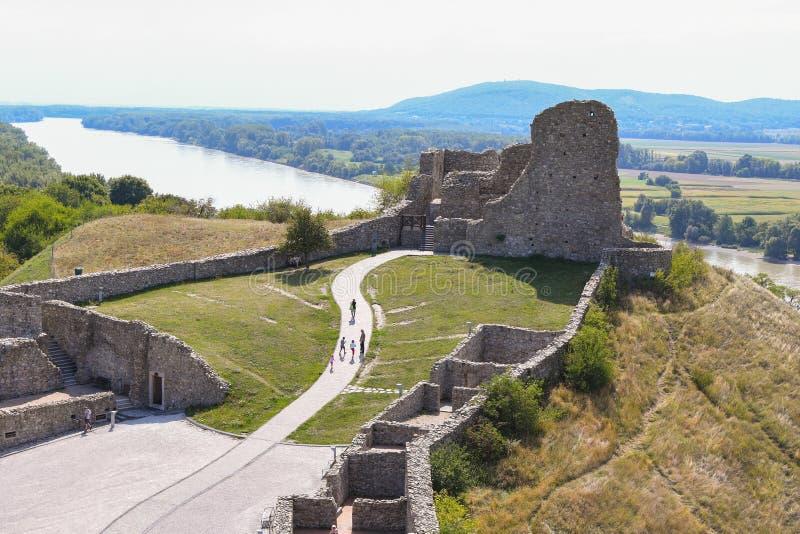 Κάστρο του Devin με τον ποταμό πίσω στοκ φωτογραφίες
