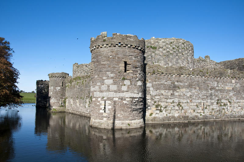 Download κάστρο beaumaris στοκ εικόνα. εικόνα από παλαιός, έπαλξεις - 17051313