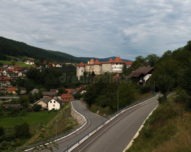 Κάστρο Grad Å ½ uÅ ¾ Zuzumberk emberk, Σλοβενία στοκ εικόνα