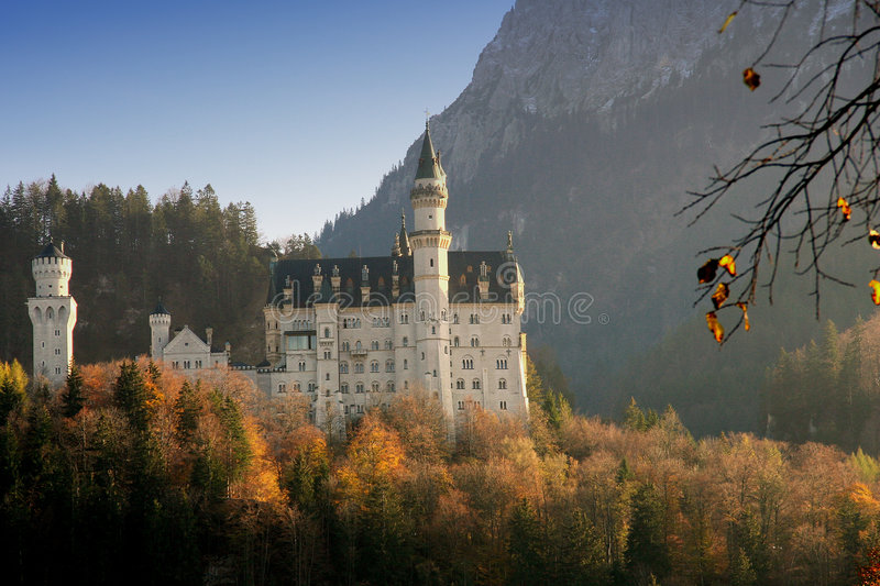 Download κάστρο neuschwanstein στοκ εικόνες. εικόνα από κορώνα - 1536304