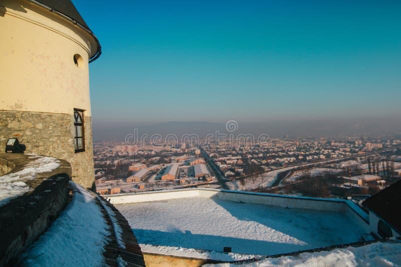 Κάστρο Palanok που βάζουν σε στρώσεις με το χιόνι στοκ εικόνες