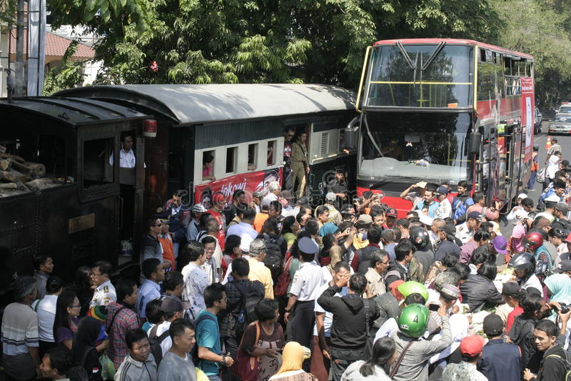 Download Κάτοικοι ημέρας των ευχαριστιών στην εκλογή του Προέδρου της Ινδονησίας Joko Widodo Εκδοτική εικόνα - εικόνα από τραίνα, κεντρικός: 62711095