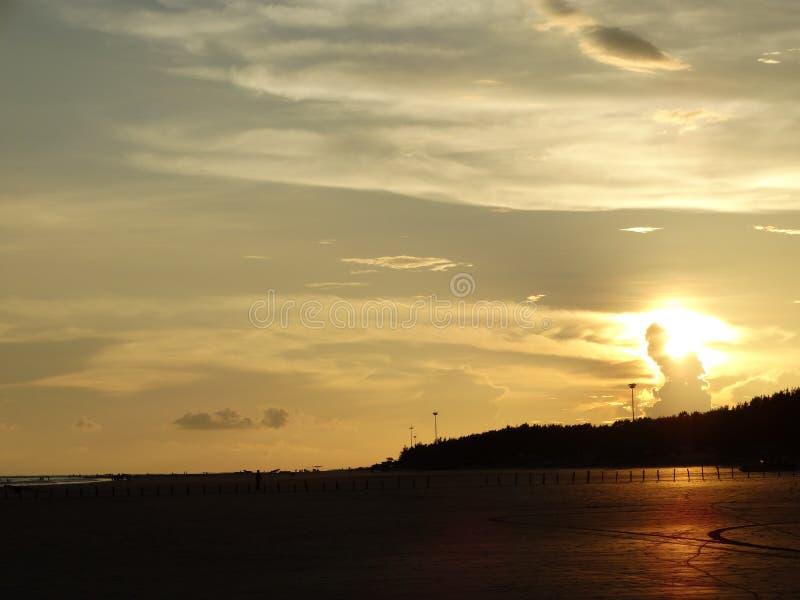 κάτω από πηγαίνει ήλιος στοκ φωτογραφία με δικαίωμα ελεύθερης χρήσης
