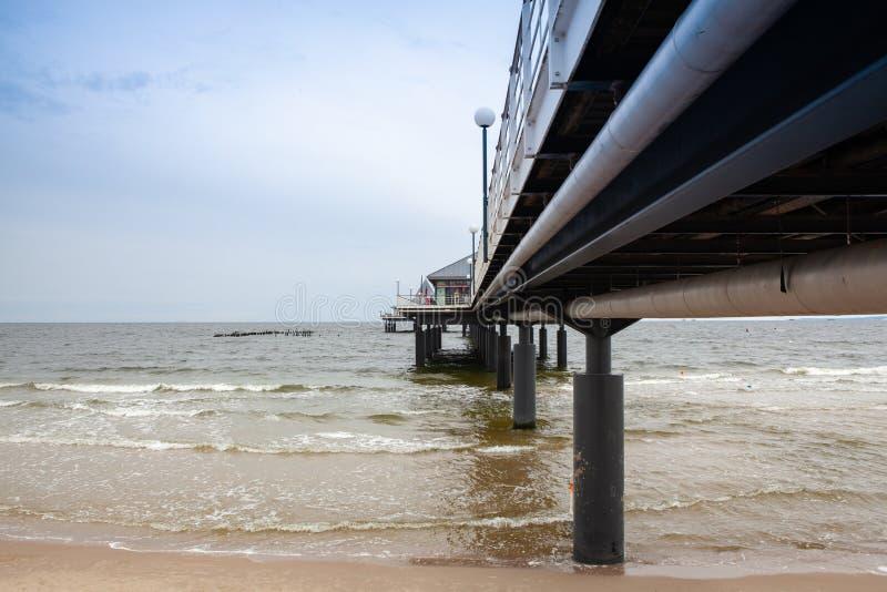Κάτω από την αποβάθρα Heringsdorf, η θάλασσα της Βαλτικής, Γερμανία στοκ φωτογραφίες με δικαίωμα ελεύθερης χρήσης