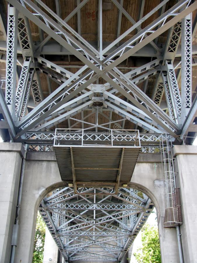Κάτω από τη γέφυρα Burrard στοκ φωτογραφία με δικαίωμα ελεύθερης χρήσης