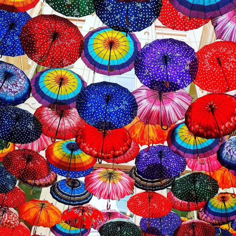Κάτω από τις ομπρέλες στοκ εικόνα