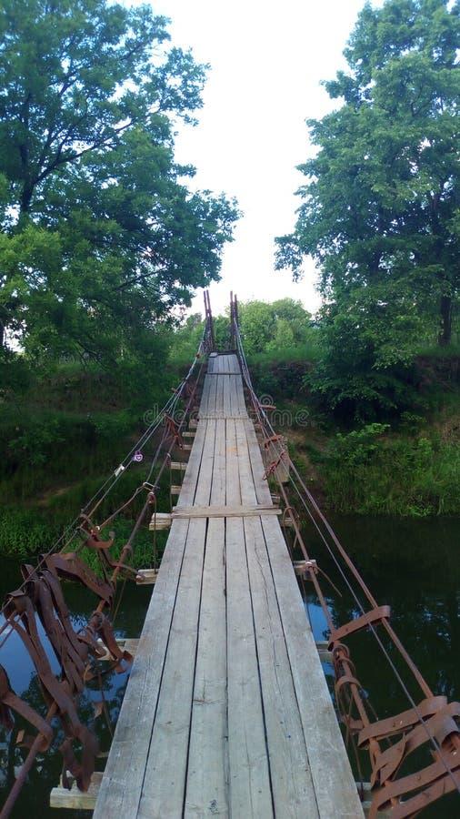 κάτω από το συμπαθητικό ύδωρ αναστολής Σεπτεμβρίου ημέρας γεφυρών βαρκών στοκ εικόνα
