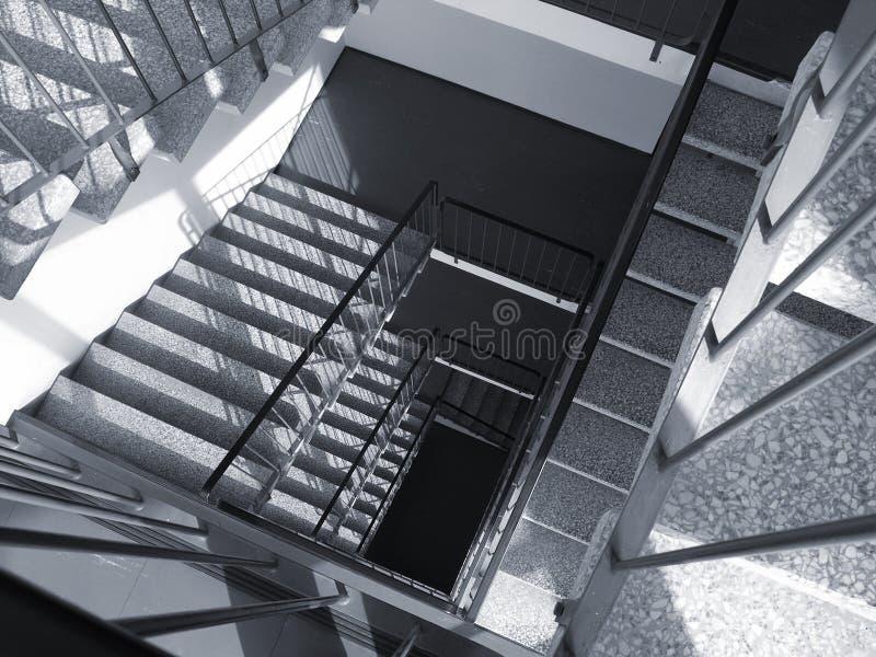 κάτω σκαλοπάτια στοκ εικόνα με δικαίωμα ελεύθερης χρήσης