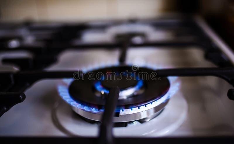 Κάψιμο φυσικού αερίου στη σόμπα αερίου κουζινών στοκ φωτογραφία με δικαίωμα ελεύθερης χρήσης