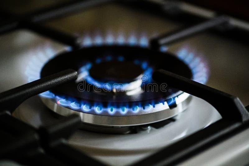 Κάψιμο φυσικού αερίου στη σόμπα αερίου κουζινών στοκ φωτογραφίες με δικαίωμα ελεύθερης χρήσης