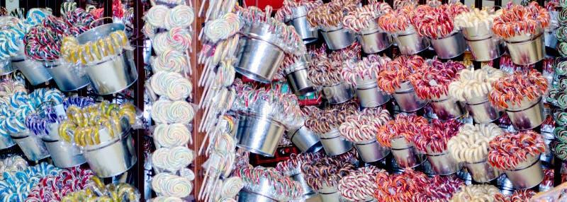Κάλαμοι Lollipops και καραμελών για την πώληση στοκ εικόνες