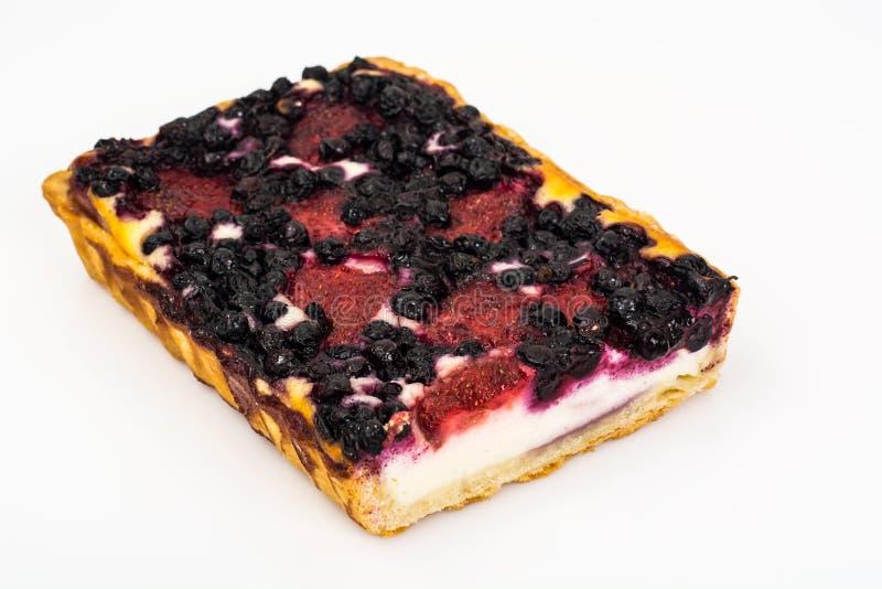 Κέικ άμμου με τα βακκίνια, τις φράουλες και τις σταφίδες στοκ εικόνα με δικαίωμα ελεύθερης χρήσης
