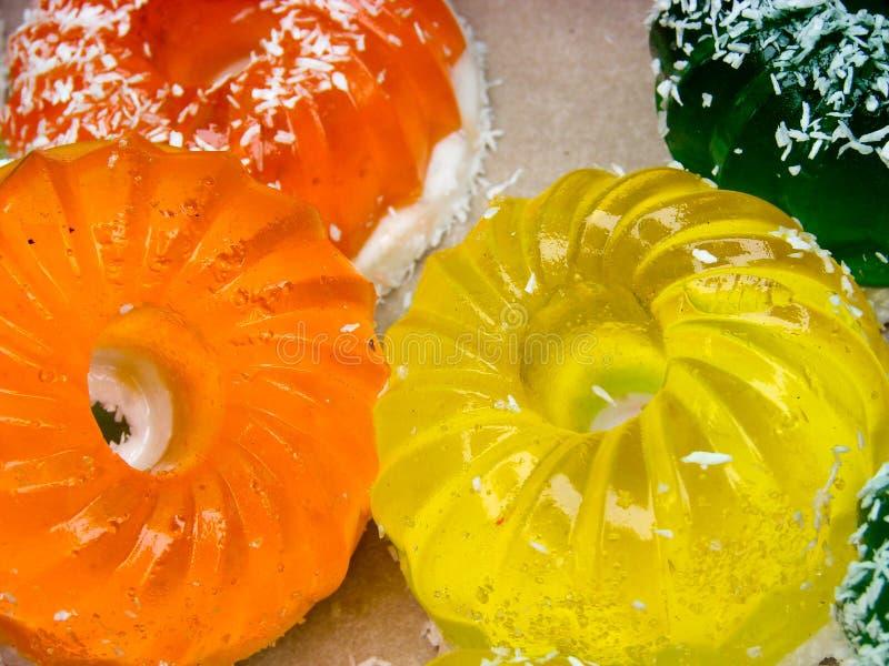 Κέικ ζελατίνας φρούτων στενό στον επάνω αγοράς Εκλεκτική εστίαση στοκ εικόνες με δικαίωμα ελεύθερης χρήσης