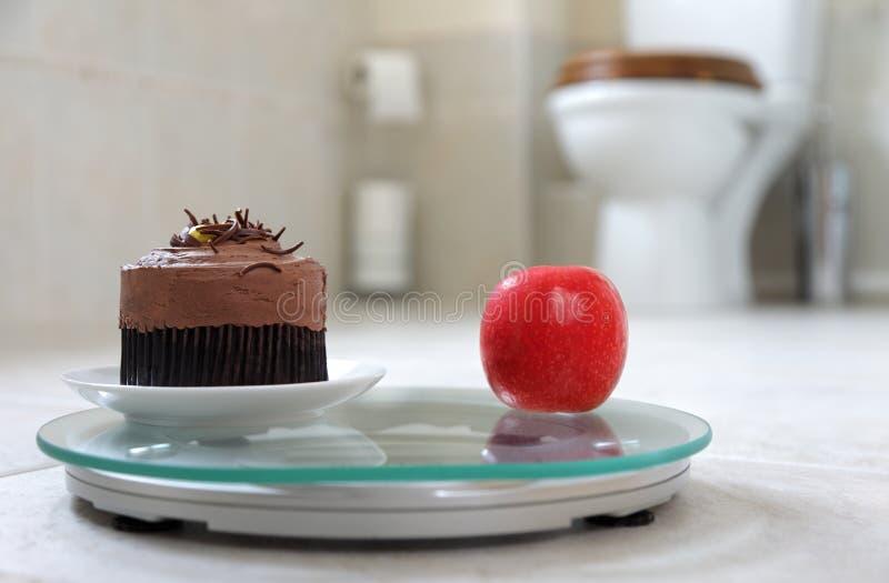 Κέικ ή μήλο στοκ φωτογραφία με δικαίωμα ελεύθερης χρήσης