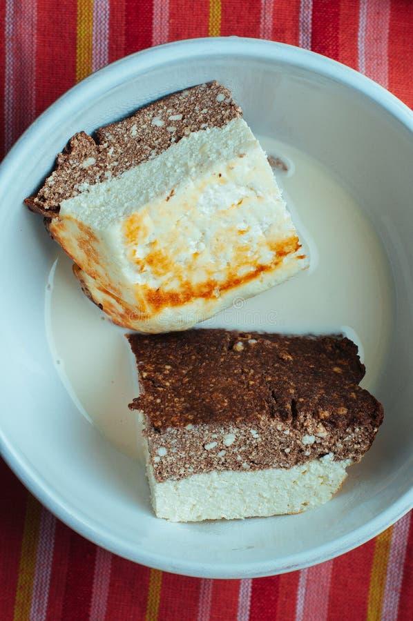 Κέικ κακάου τυριών εξοχικών σπιτιών στοκ φωτογραφία
