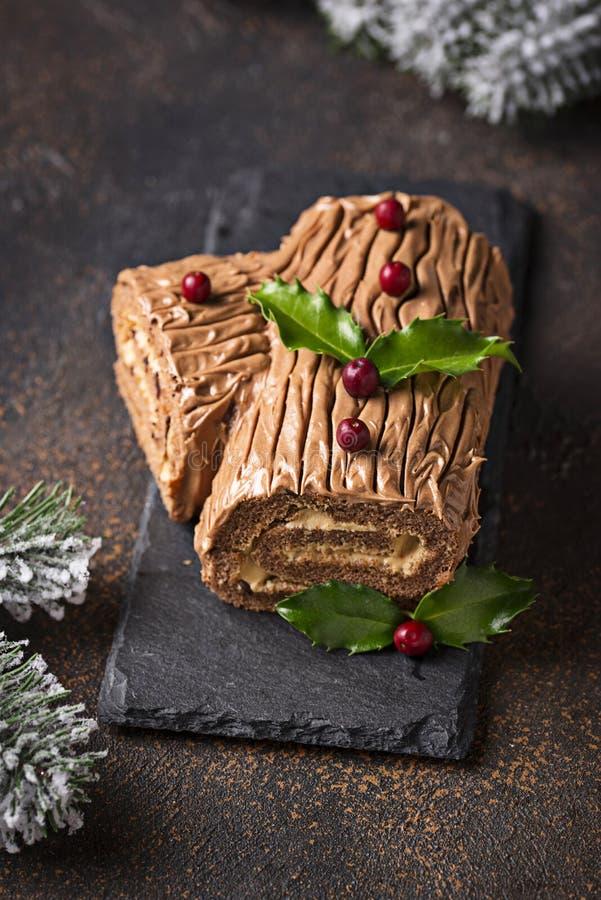 Κέικ κούτσουρων Yule Χριστουγέννων Παραδοσιακό επιδόρπιο σοκολάτας στοκ φωτογραφία