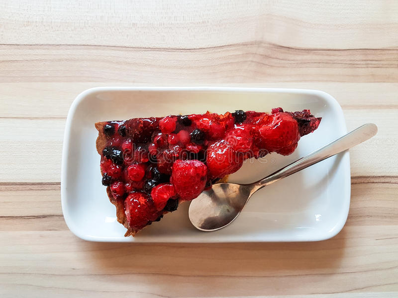 Κέικ με τα μούρα στοκ εικόνα
