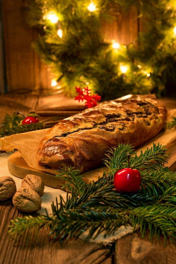 Κέικ παπαρουνών για τα Χριστούγεννα στοκ φωτογραφία