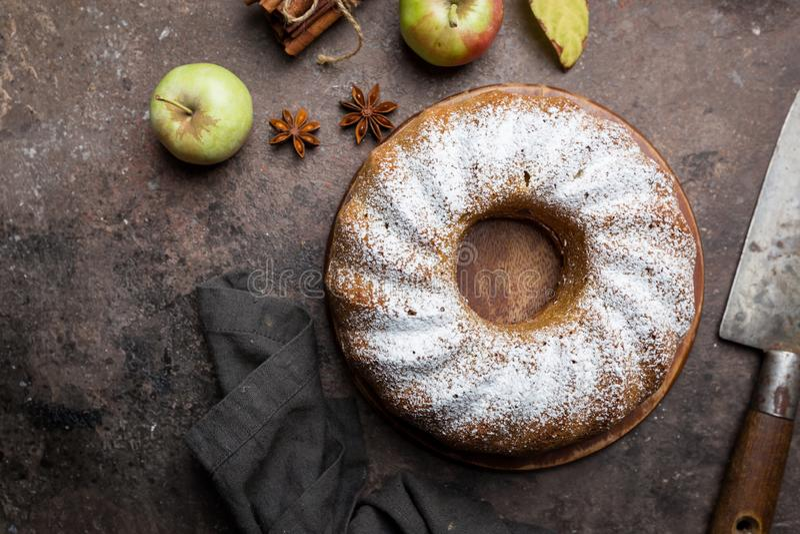 Κέικ της Apple bundt στοκ εικόνες