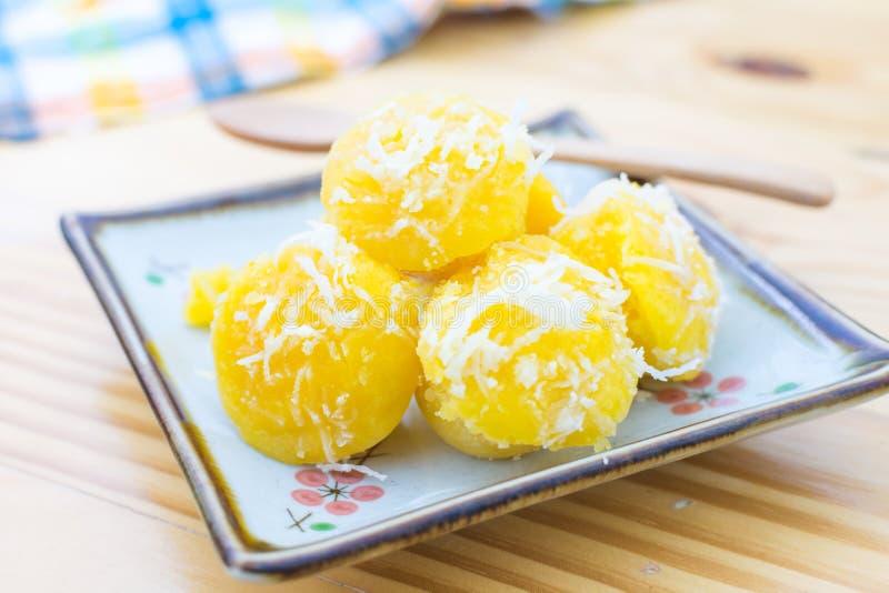 Κέικ φοινικών χυμού φοινικόδεντρου, εύγευστο ταϊλανδικό κέικ ύφους, ένα όμορφο κίτρινο στοκ εικόνα