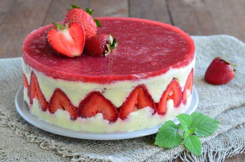 Κέικ φραουλών, κέικ Fraisier στοκ φωτογραφία με δικαίωμα ελεύθερης χρήσης