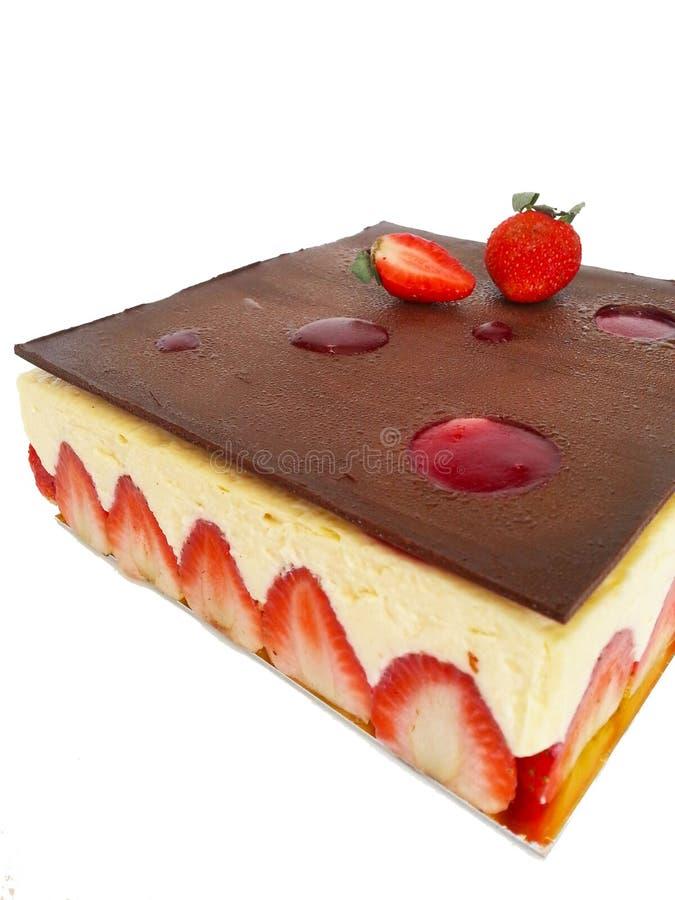 Κέικ φραουλών που απομονώνεται στο άσπρο υπόβαθρο στοκ φωτογραφίες με δικαίωμα ελεύθερης χρήσης