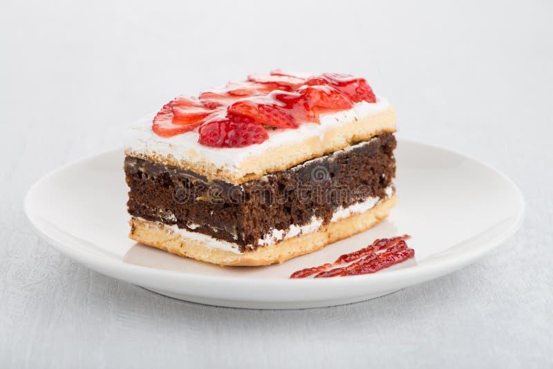 Κέικ φραουλών σοκολάτας στοκ φωτογραφία με δικαίωμα ελεύθερης χρήσης