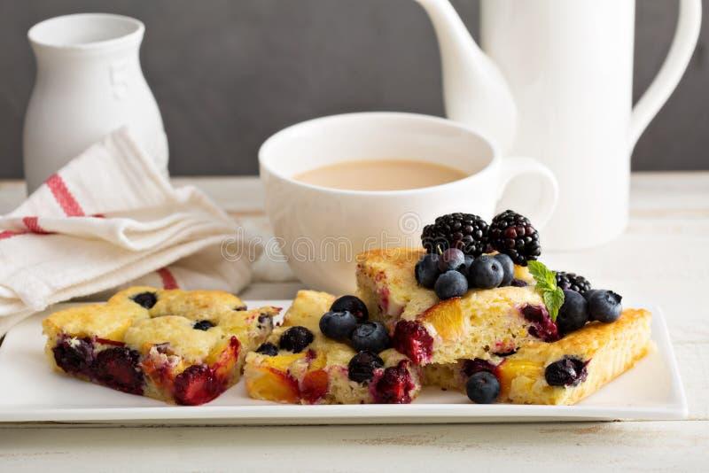 Κέικ φρούτων γιαουρτιού στοκ φωτογραφίες με δικαίωμα ελεύθερης χρήσης