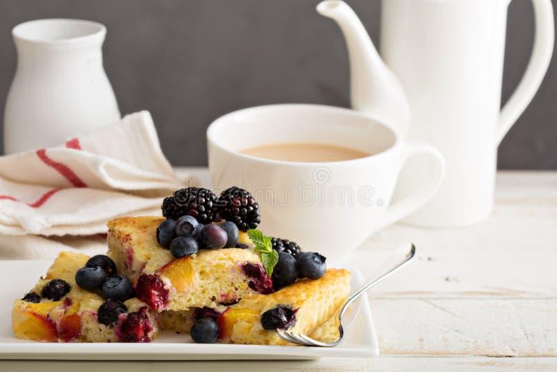 Κέικ φρούτων γιαουρτιού στοκ φωτογραφίες