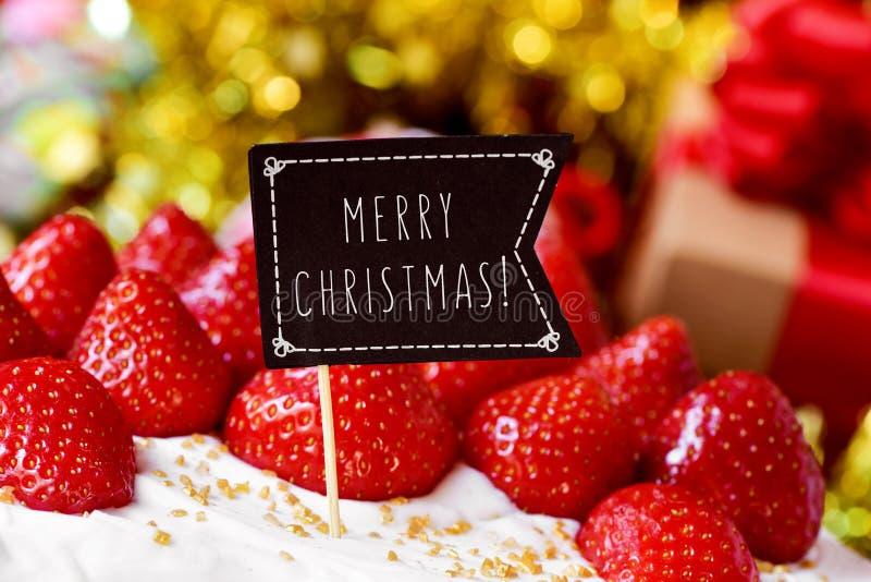 Κέικ Χριστουγέννων με τη Χαρούμενα Χριστούγεννα κειμένων στοκ εικόνα