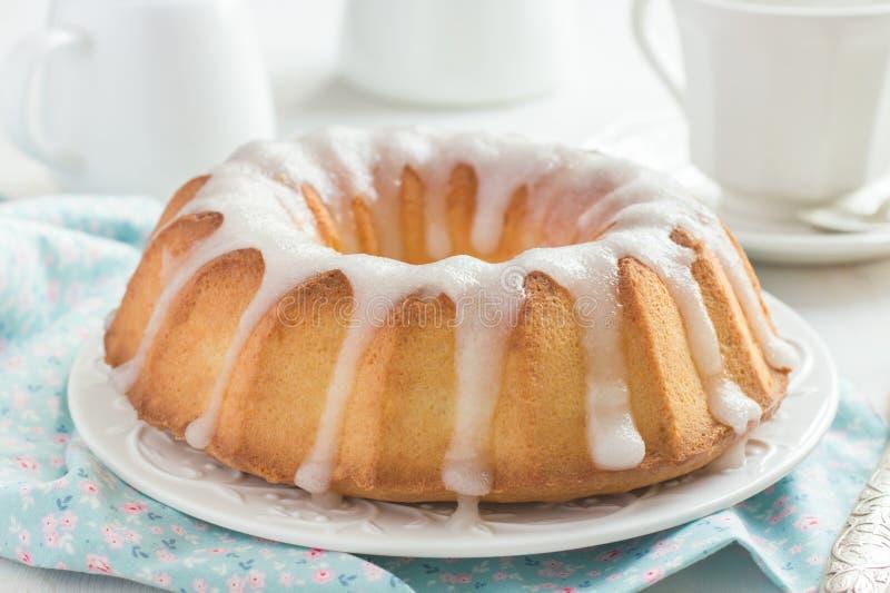 Κέικ Bundt με το λούστρο ζάχαρης στοκ φωτογραφία με δικαίωμα ελεύθερης χρήσης