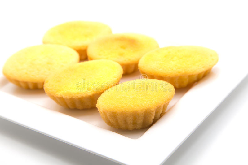 Κέικ Castella ή αυγών στο άσπρο πιάτο στοκ φωτογραφίες με δικαίωμα ελεύθερης χρήσης
