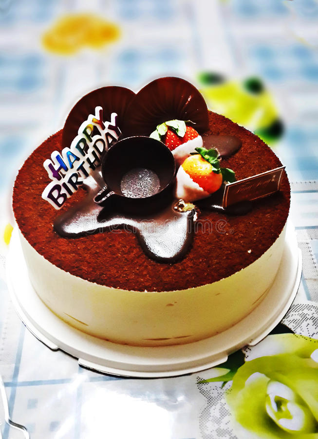 Κέικ tiramisu γενεθλίων στοκ εικόνα με δικαίωμα ελεύθερης χρήσης