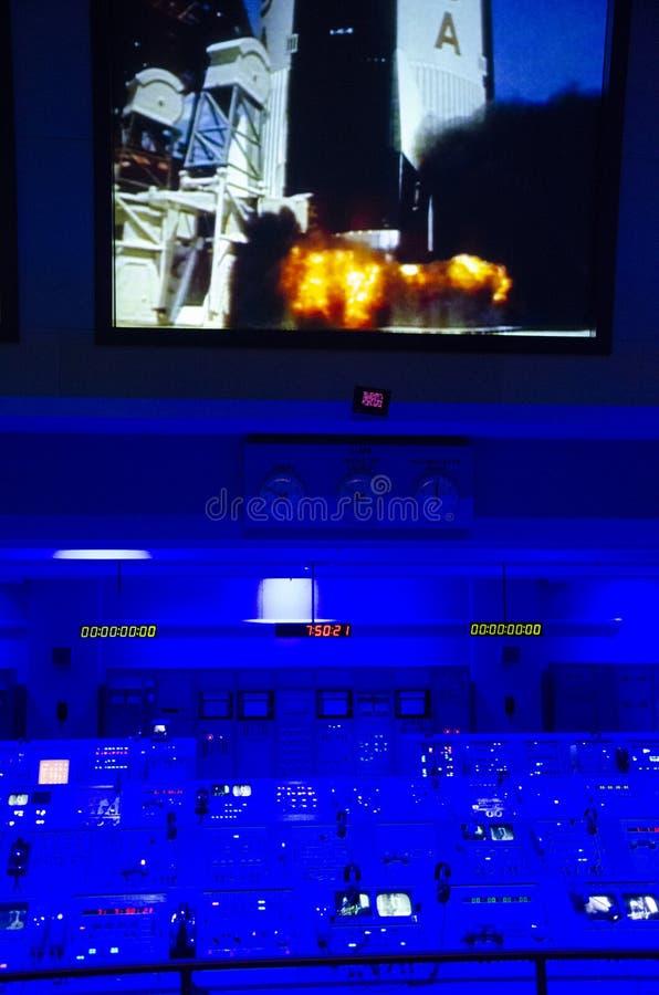 Κέντρο ελέγχου διαστημικών αποστολών της NASA kennedy έτος γραμματοσήμων του Ισημερινού φ John του 1966 Διαστημικό Κέντρο Κένεντι στοκ εικόνα