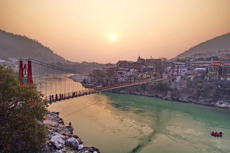 Κέντρο πνευματικότητας πόλεων γιόγκας Rishikesh στην Ινδία στοκ φωτογραφία